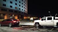 Tesla Model X nemá s odtažením Chevroletu Silverado od nabíječky nejmenší problém