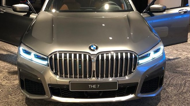 Na sociálních sítích se začínají objevovat nové fotografie omlazeného BMW řady 7 (Twitter/@StanRudman)