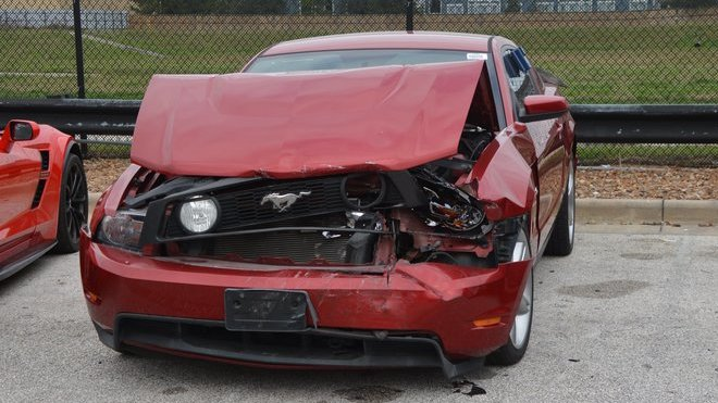 Čtveřice mladíků způsobila během svého řádění na parkovišti dealerství škody ve výši cca 17.9 milionu korun (Facebook/ @Precinct4)