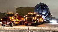 Přeprava extrémního nákladu o hmotnosti cca 800 tun (Twitter/@inter_pipeline)