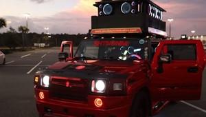 Upravený Hummer H2 je zřejmě nejhlasitější auto na silnicích. Slyšet je i 4.8 kilometru daleko - anotační obrázek