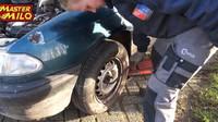 YouTuber se rozhodl vyzkoušet jízdu s povolenými šrouby u kol