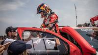 Toyota Hilux vyhrála Rally Dakar. Je to i poprvé, kdy v jihoamerické éře Dakaru zvítězil vůz poháněný benzínem.