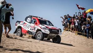 Toyota Hilux zazářila na rallye Dakar! Poprvé tak zvítězil vůz na benzín - anotační obrázek
