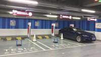 Tesla přešla do protiútoku, u jejích nabíječek už tak snadno nezaparkujete - anotační foto