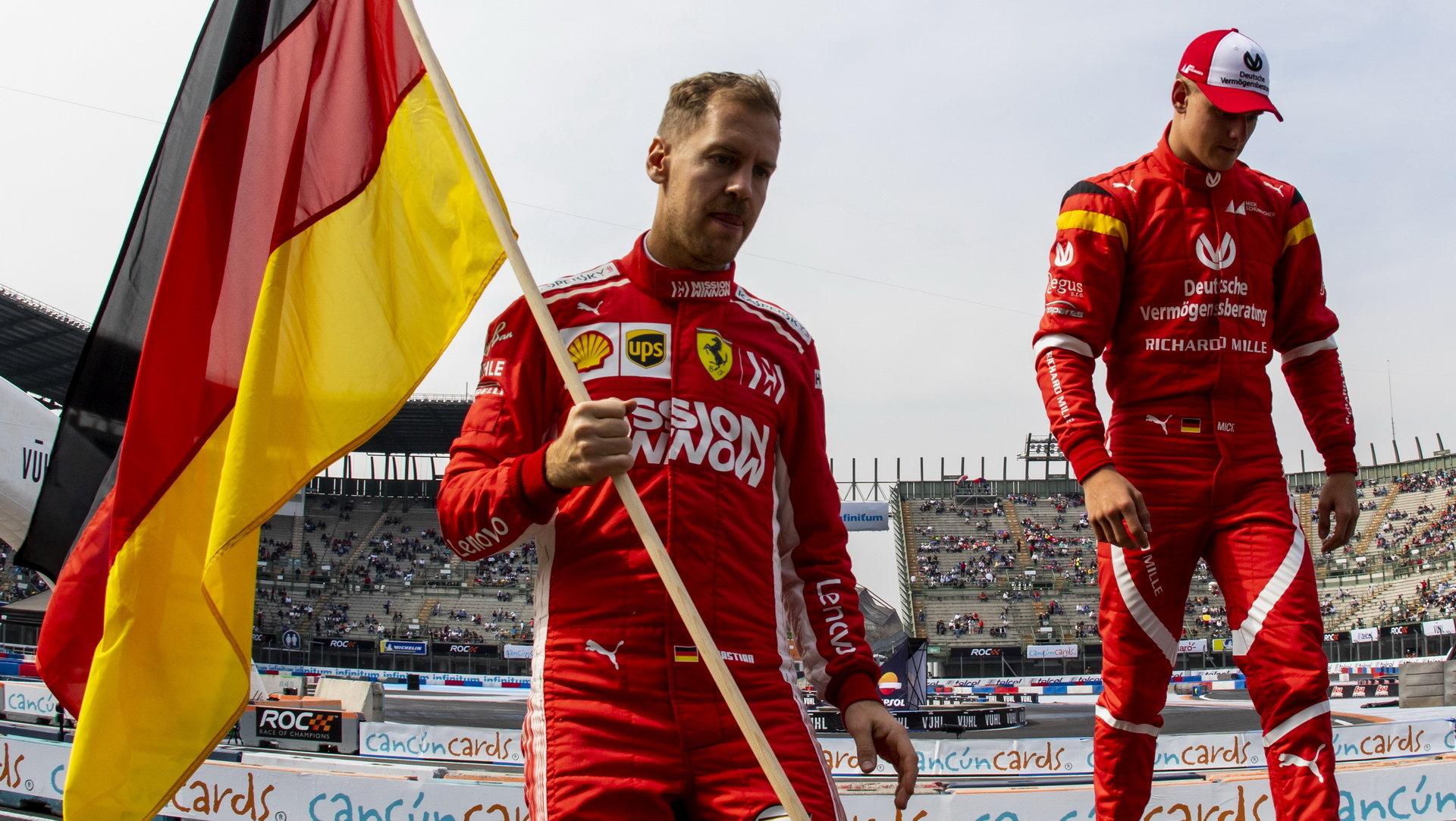 Sebastian Vettel s Mickem, synem slavného Michaela Schumacherem, na Závodě šampionů minulý víkend v Mexiku
