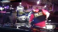 Záběry ze zatčení Lawrence Crosbyho (YouTube/SyndicatedNews)