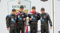 Fernando Alonso se svými týmovými kolegy slaví vítězství v Daytoně