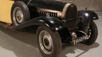 Zabarikádovaná stodola ukrývala sbírku vozů Bugatti