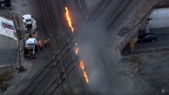 Železničáři v Chicagu musí kvůli mrazům zapalovat koleje (YouTube/V B)