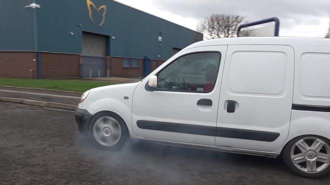 Obyčejná pracovní dodávka Renault Kangoo dostala motor z Megane RS o výkonu 225 koní
