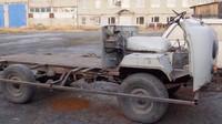UAZ 452 se proměnil v pojízdný srub (YouTube/Garage_54)