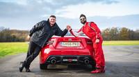 Slepý Dr. Amit Patal zajel na testovací dráze Top Gearu 9. nejrychlejší čas