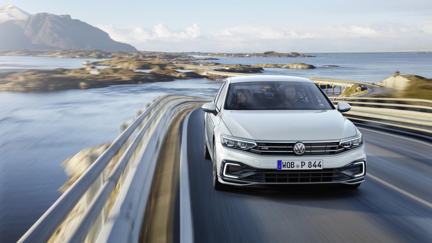 Volkswagen ZPOMALIL v prodejích aut! Co se děje? - anotační obrázek