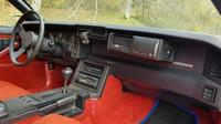 Chevrolet Camaro s 5.0 litrovou V8 a automatem se prodává v Mostě