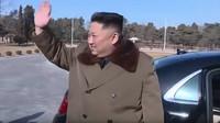 Kim Čong-un se pochlubil další novou limuzínou Mercedes-Maybach (YouTube/붉은별 TV)