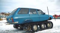 Renault 12 dostal zřejmě podomácku vyrobený pásový podvozek a proměnil se v malou rolbu (YouTube/Doğan Kabak)