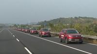 Kolona 55 autonomních SUV Changan urazila za 9 minut a 7 sekund cca 3.2 km (YouTube/Guinness World Records)