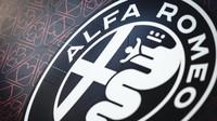 Ve Fioranu již Räikkönen prohání novým F1 maskovaný monopost Alfa Romeo + VIDEO - anotační obrázek