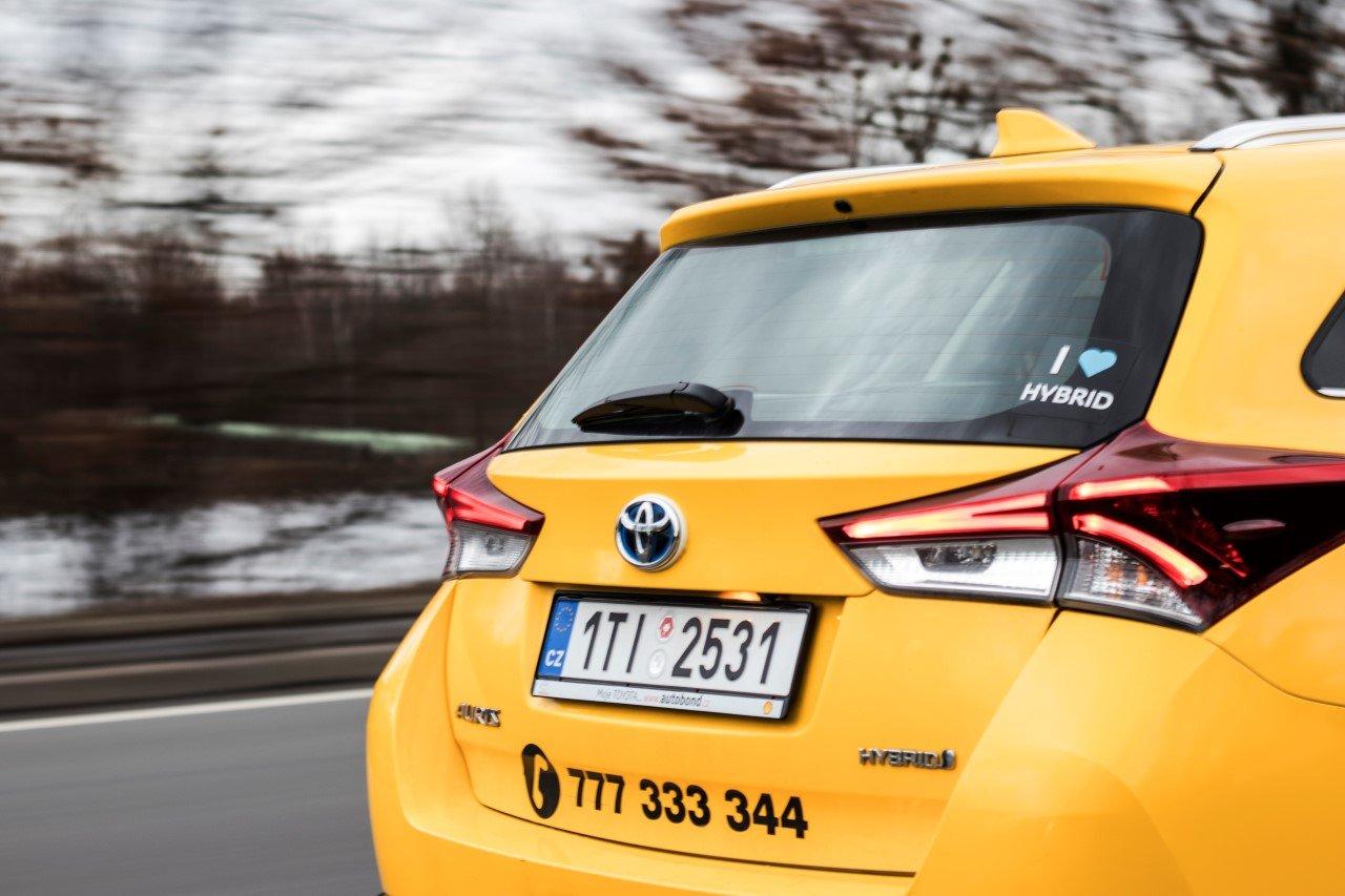 Taxikáři přicházejí na chuť hybridním vozům