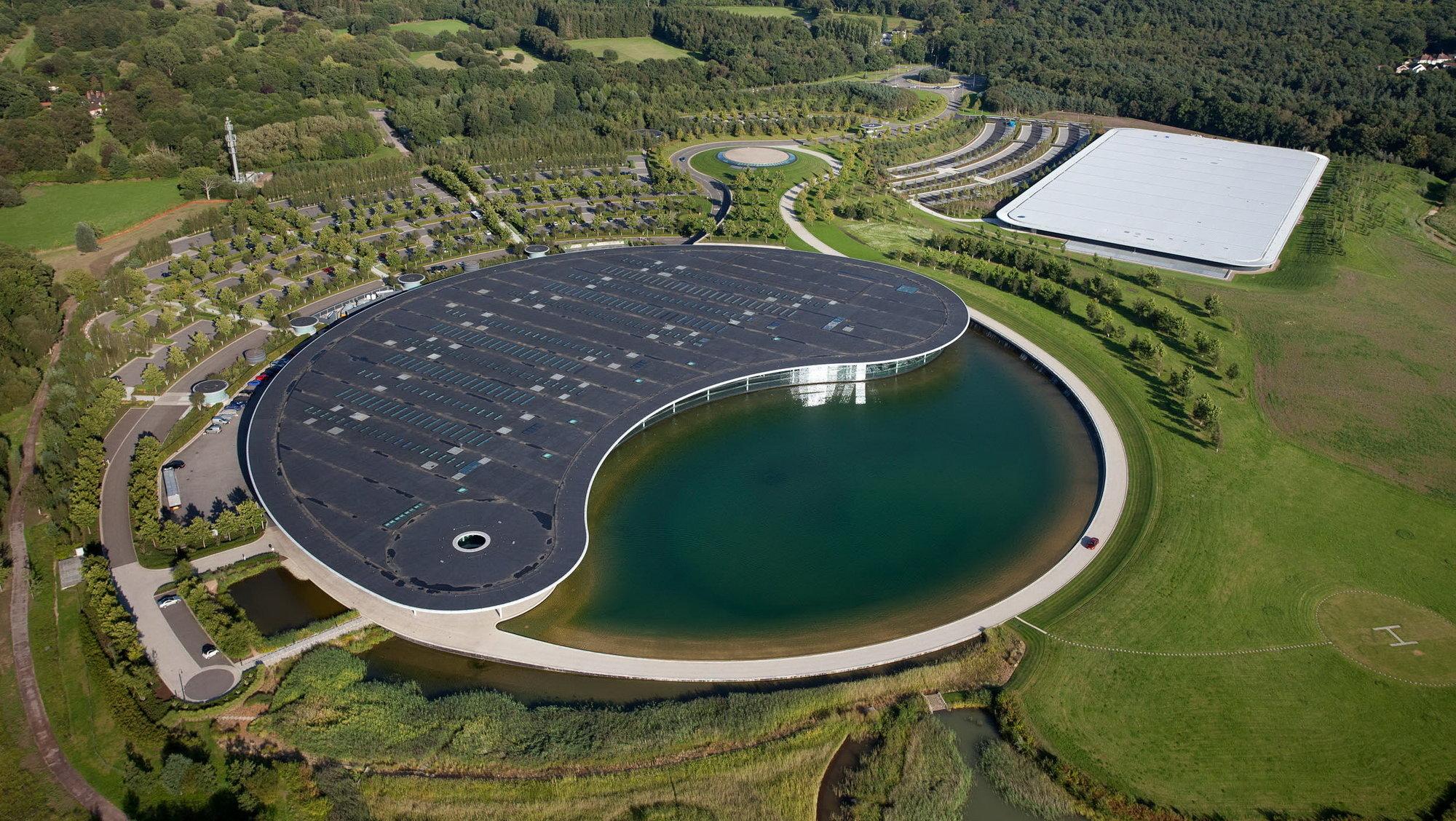 Letecký pohled na Technologické centrum McLarenu