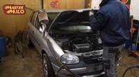 Stařičký Opel dostal druhý volant a rozdělené řízení (YouTube/mastermilo82)