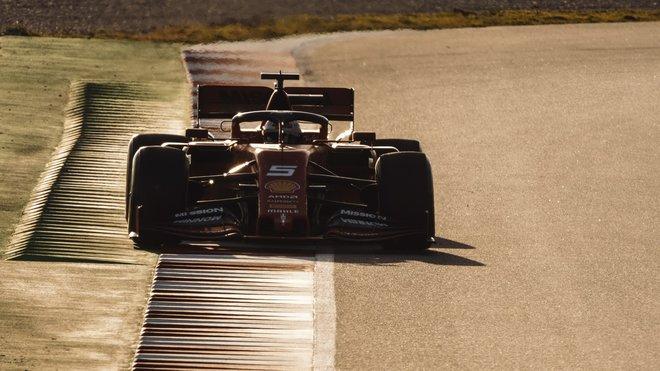 Sebastian Vettel při testech v Barceloně