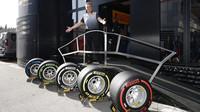 Prezentace pneumatik Pirelli při testech v Barceloně
