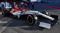 Kimi Räikkönen v novém voze Alfa Romeo C38 při testech v Barceloně
