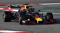 Verstappen s Red Bullem RB15 v Barceloně