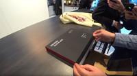 Zájemci o extrémní Mercedes-AMG One dostanou od automobilky i na míru ušité řidičské rukavice (YouTube/GTBOARD.com)