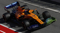 Carlos Sainz s Flow-vis v novém voze RMcLaren MCL34 - Renault při testech v Barceloně