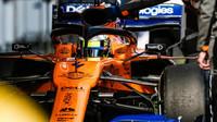 Lando Norris v novém voze McLaren MCL34 - Renault při druhém dni testů v Barceloně