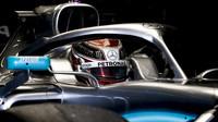 Lewis Hamilton v novém voze Mercedes F1 W10 EQ Power+ při druhém dni testů v Barceloně