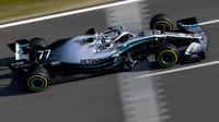 Valtteri Bottas v novém voze Mercedes F1 W10 EQ Power+ při druhém dni testů v Barceloně