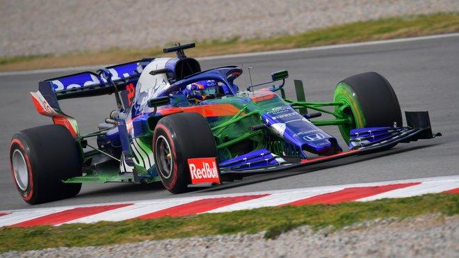Alexander Algon s Flow-visem na novém voze Toro Rosso STR14 - Honda při druhém dni testů v Barceloně