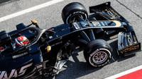 Kevin Magnussen v novém voze Haas VF-19 Ferrari při druhém dni testů v Barceloně
