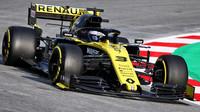 Daniel Ricciardo v novém voze Renault RS19 při druhém dni testů v Barceloně