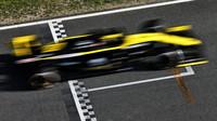 Renault RS19 při druhém dni testů v Barceloně