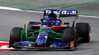 Alexander Algon a Flow-vis na novém voze Toro Rosso STR14 - Honda při druhém dni testů v Barceloně