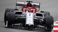 Kimi Räikkönen v novém voze Alfa Romeo C38 při třetím dnu testů v Barceloně