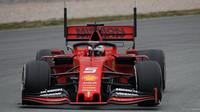Ferrari při testech v Barceloně