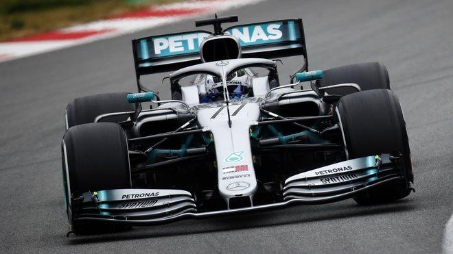 Valtteri Bottas s Mercedesem F1 W10 třetí den testů v Barceloně