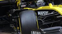 Nico Hülkenberg v novém voze Renault RS19 při třetím dnu testů v Barceloně