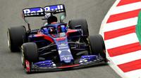 Daniil Kvjat v novém voze Toro Rosso STR14 - Honda při třetím dnu testů v Barceloně