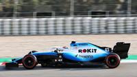 George Russell v novém voze Williams FW42 - Mercedes při třetím dnu testů v Barceloně