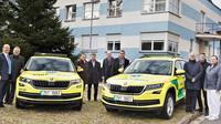 Zdravotnická záchranná službě Královéhradeckého kraje převzala dva nové vozy Škoda Kodiaq