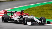 Kimi Räikkönen, ve voze Alfa Romeo C38 při třetím dnu testů v Barceloně