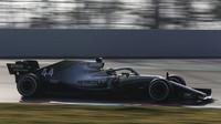Lewis Hamilton ve voze Ferrari SF90 při čtvrtém dnu testů v Barceloně
