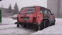 Unikátní Lada Niva 6x6 (YouTube/Garage 54 ENG)